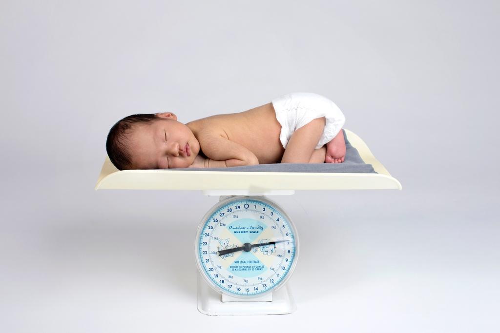 cozy newborn session in private dallas studio