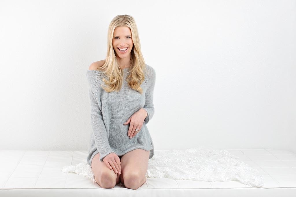 beautiful maternity session in private dallas studio- Photoshoot Prep
