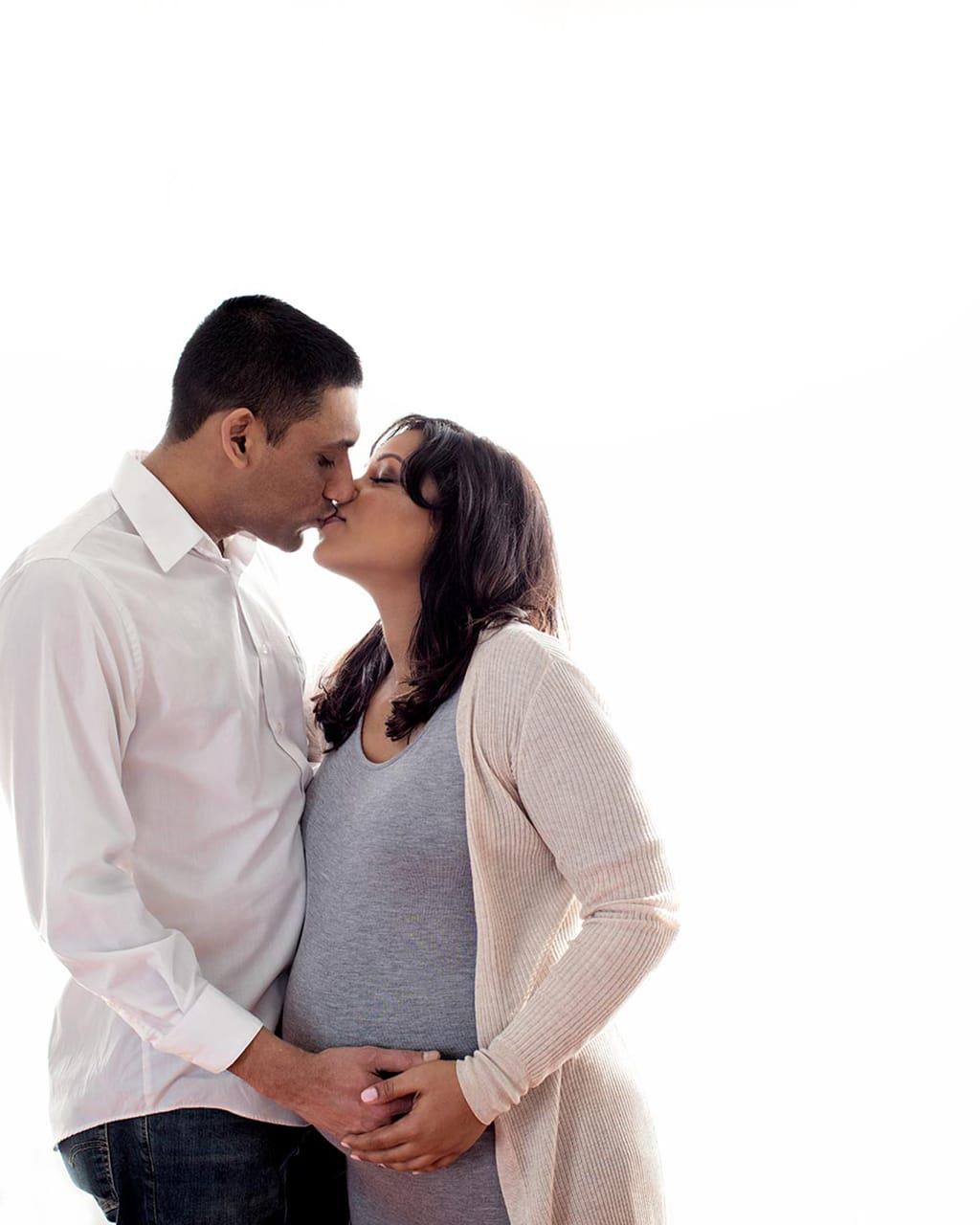 gorgeous maternity session in private studio with family involved