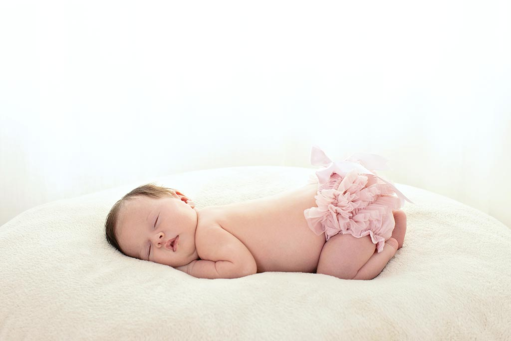 beautiful newborn session in private dallas studio